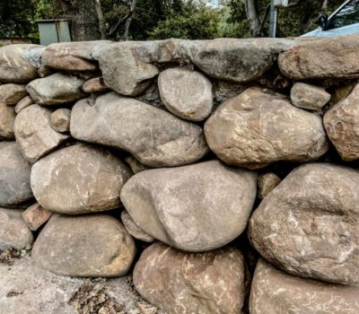natural stone packed entrance wall kraalmure (4)
